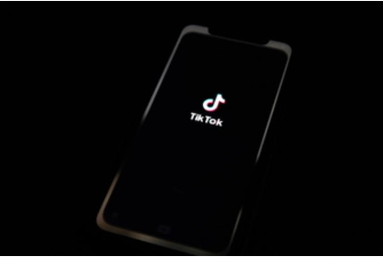 TikTok, da oggi i profili degli 'under 16' diventano privati