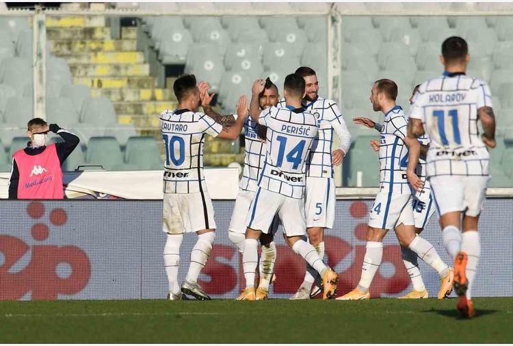 L'Inter elimina la Fiorentina, sarà derby in Coppa Italia