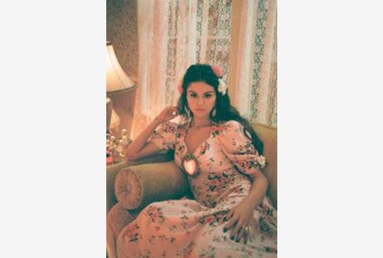 Selena Gomez, De Una Vez primo brano in spagnolo in 10 anni