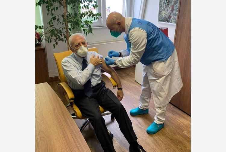 Vaccino, somministrata anche a De Luca la seconda dose di richiamo
