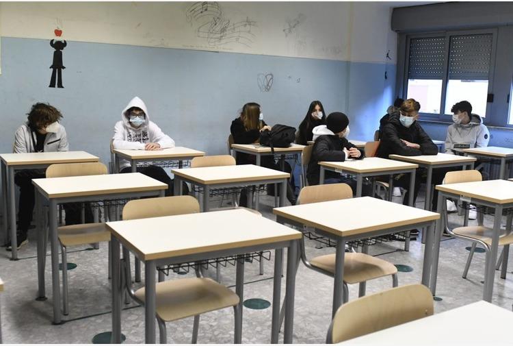 Puglia, presidi sanitari, screening e vaccini a scuola