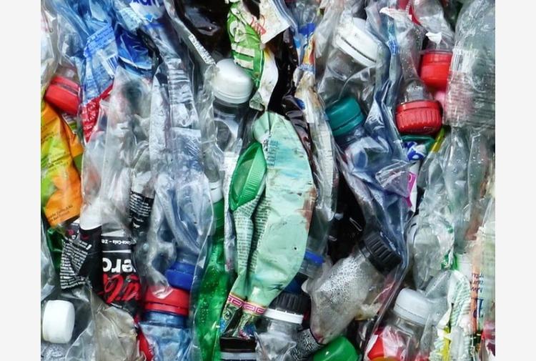 Cabina di regia sviluppa strategia per ridurre la plastica in Emilia
