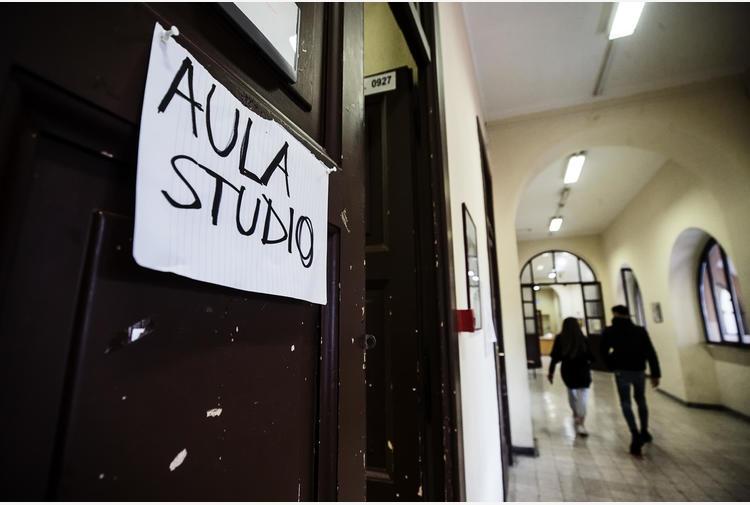 Scuola: nel Napoletano ordinanza contro gli assembramenti