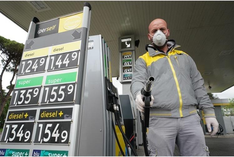 Liguria, abrogata la tassa regionale sulla benzina