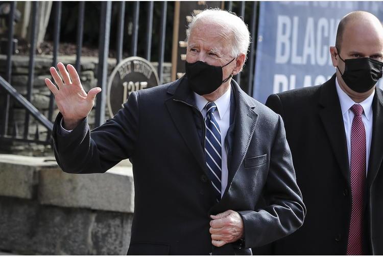 Biden a Macron,rafforzare relazione, insieme con Nato e Ue