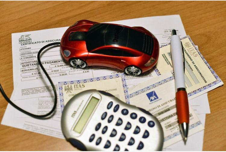 Ivass: polizze assicurative false, boom vendite online nel 2020