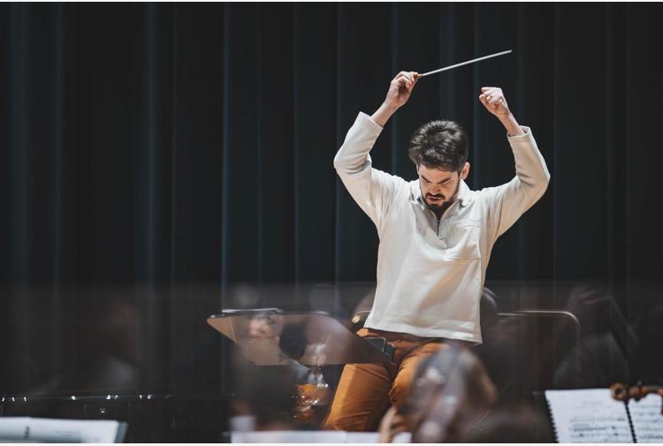 Lahav Shani dirige Maggio per il primo concerto sinfonico 2021