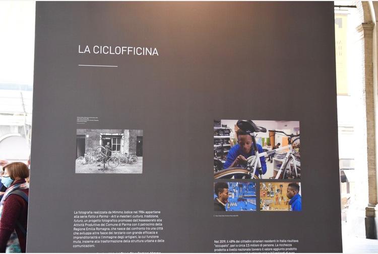 A Parma in mostra 'I volti del lavoro' con gruppo di rifugiati