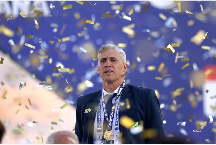 Fútbol: DT argentino Crespo en la mira del San Pablo
