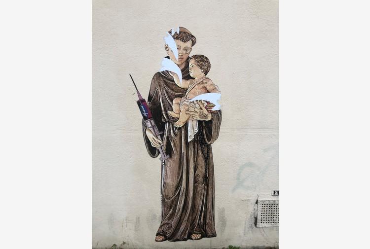 Covid: vandalizzato 'Sant'Antonio con siringa' di Evyrein