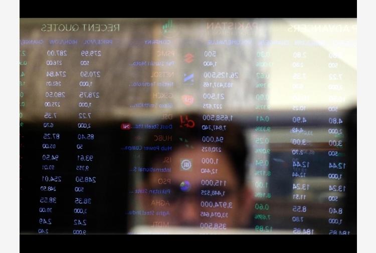 Borsa: Milano -0,8%, girano in rialzo Tim e Saipem