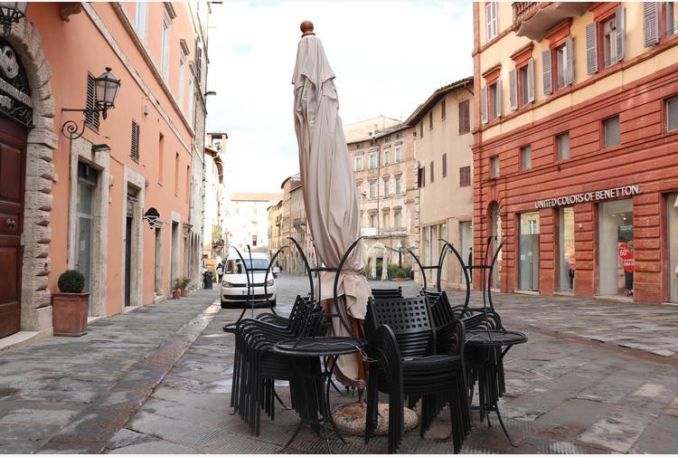 Covid: fonti, stop in zona rossa a visite a case private