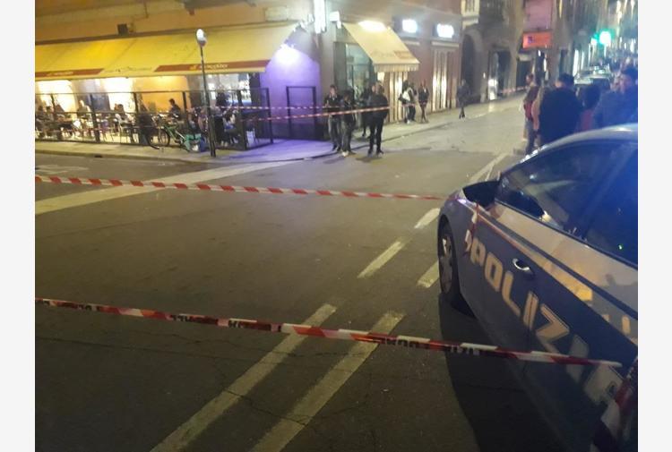 Aggredisce passanti e agenti, ucciso