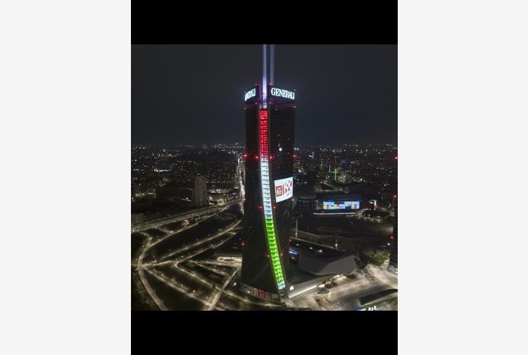 Generali: compie 190 anni, Torre Milano si illumina