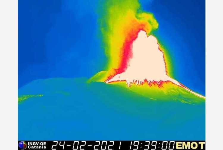 Etna: fontana lava dal Sud-Est, sesto parossismo in 8 giorni