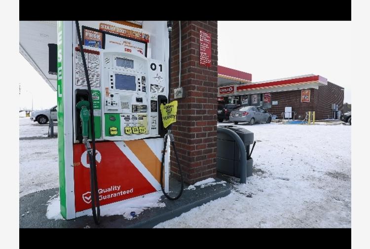 Petrolio: cala a 61,3 dollari,passata emergenza clima Usa