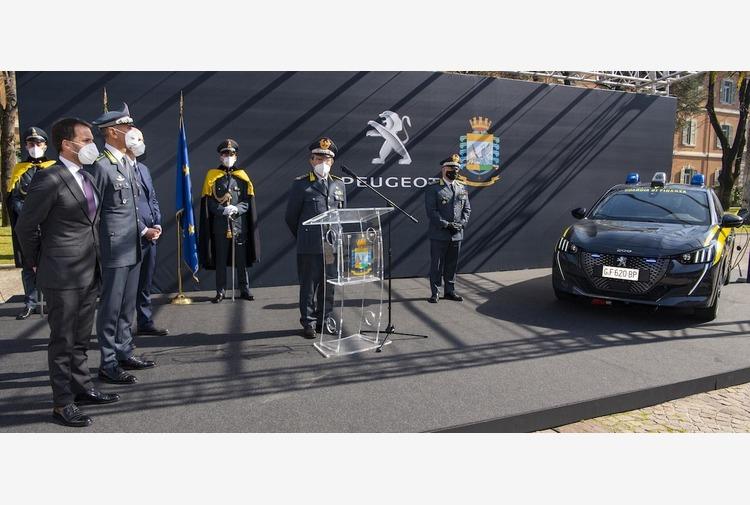 Peugeot e Guardia di Finanza rinnovano la collaborazione con la consegna di una vettura a zero CO2