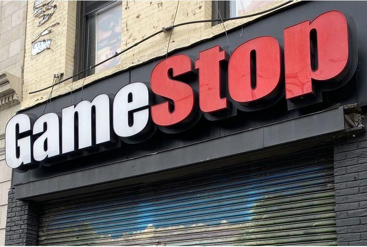 GameStop sull'ottovolante, titolo sale 100% in 90 minuti a Wall St
