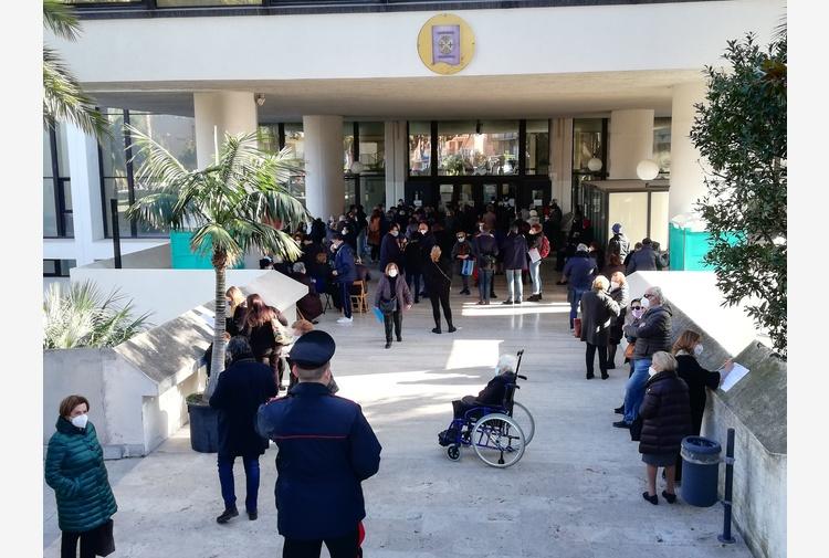 Vaccini: code a sede consiglio Calabria, polemiche a Reggio