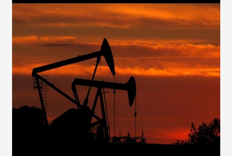 Petrolio: sale sui massimi da un anno, Wti a 63,5 dollari