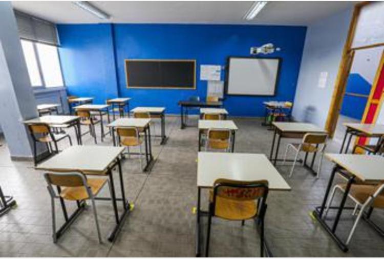 Covid Campania, chiusa scuola a Salerno