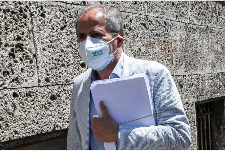 Variante inglese covid, Crisanti: 'Italia rischia 40.000 casi al giorno'