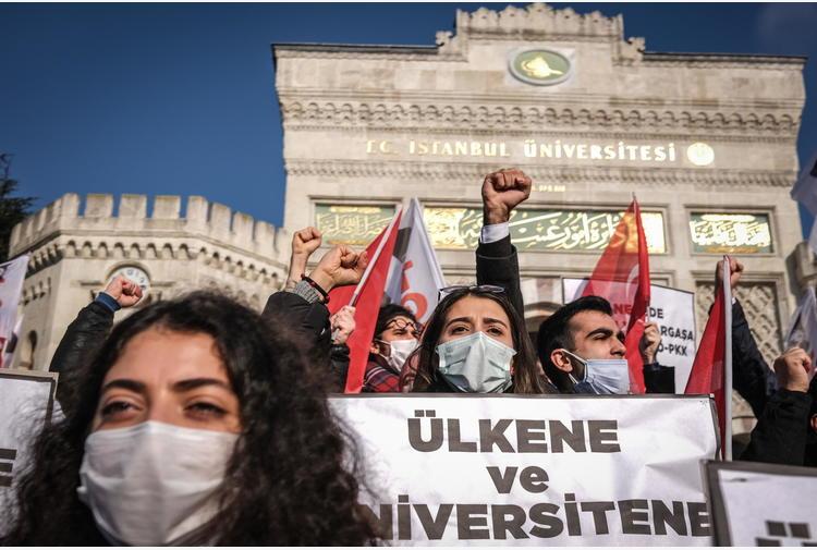 Turchia:studenti contro rettore pro-Erdogan rischiano 3 anni