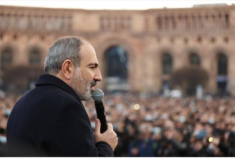 Armenia: sit-in contro il premier davanti al parlamento