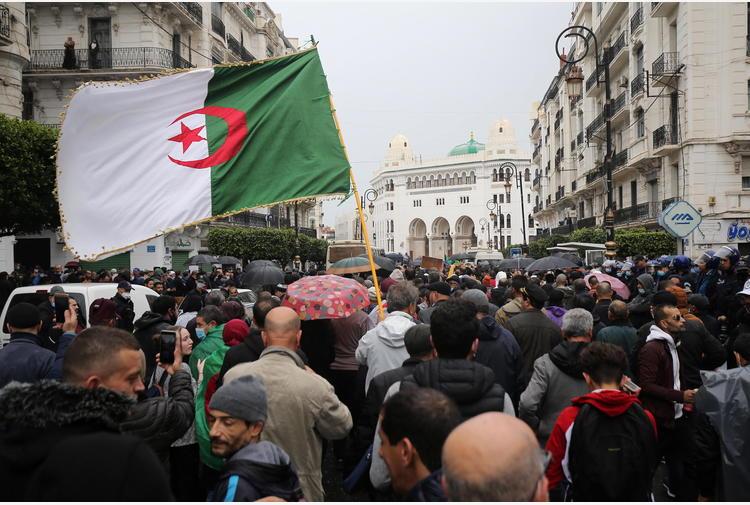 Algeria: migliaia di manifestanti tornano in piazza