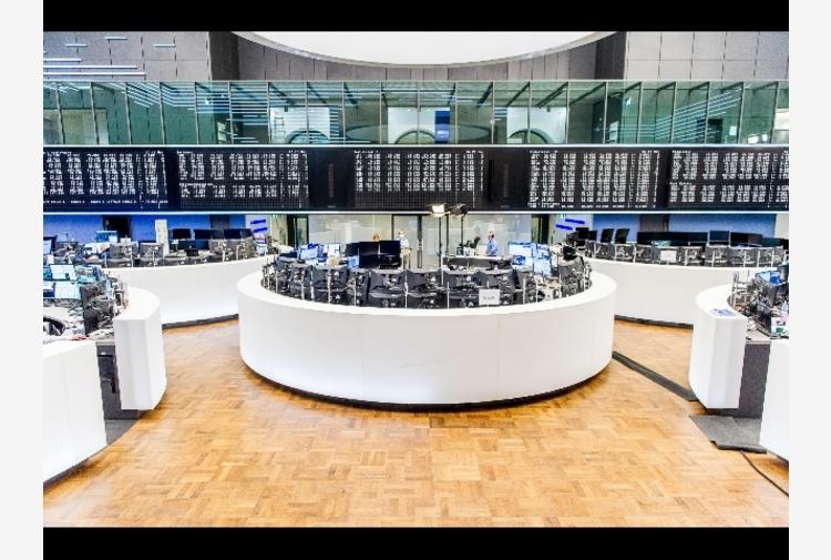 Borsa: Europa migliora ma resta in rosso, scivola l'energia