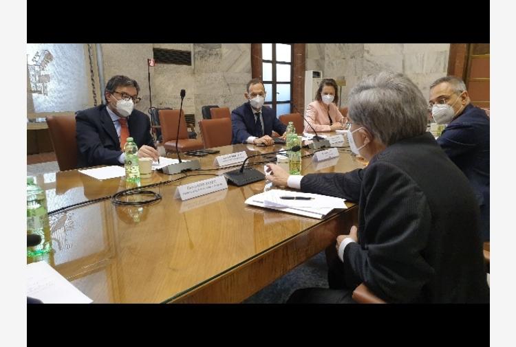 Alitalia: Mise-Mit-Mef,avanti con progetto vettore nazionale