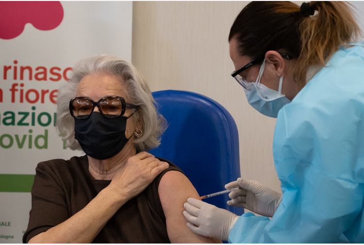 """Vaccino, Asp Reggio Calabria: """"A breve prenotazione con sistema di Poste Italiane"""""""