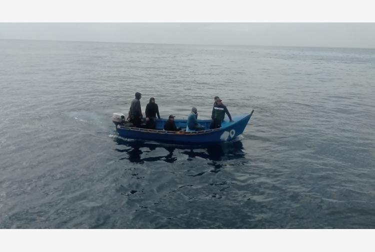 Migranti: barchino con 7 persone bloccato da Gdf in Sardegna