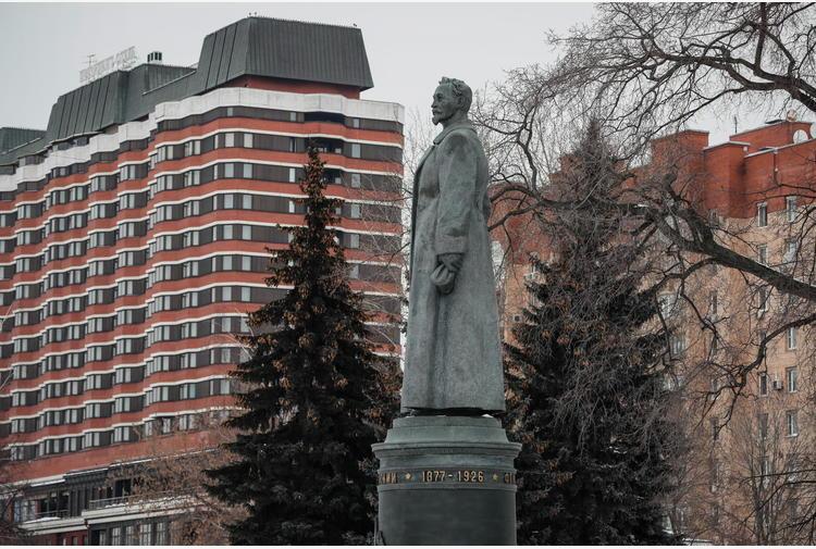 Russia: abolito voto su ritorno statua simbolo Kgb a Mosca