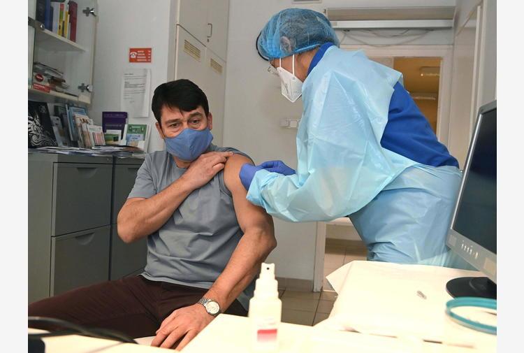 Covid: presidente Ungheria vaccinato con cinese Sinopharm