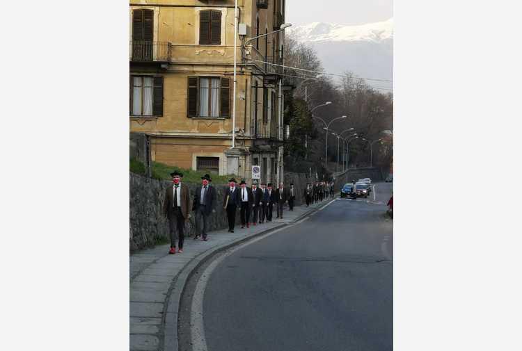 Violenza donne: a Biella marcia degli uomini in scarpe rosse