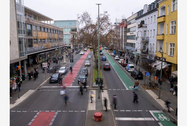 Covid Germania, 369 morti e quasi 10mila casi in 24 ore