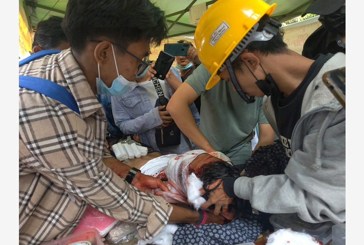 Birmania: la polizia reprime le proteste, almeno 9 morti