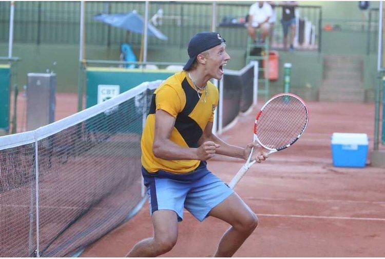 Borg show a Porto Alegre: Leo vince il torneo, papà Bjorn lo premia