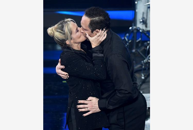 Sanremo: Achille Lauro, twist con bacio Barra-Santamaria