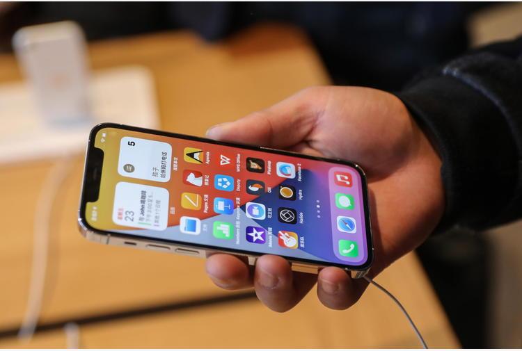 Ericsson, 77% dei telefonini in circolazione è smartphone