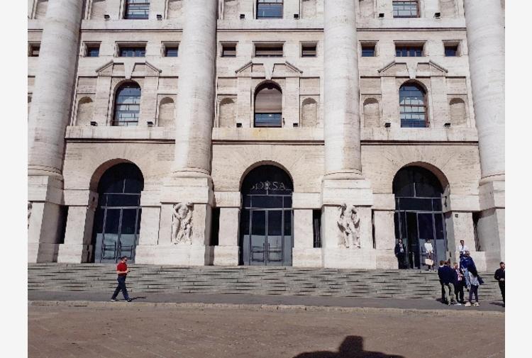 Borsa: Milano chiude in calo, -0,55%
