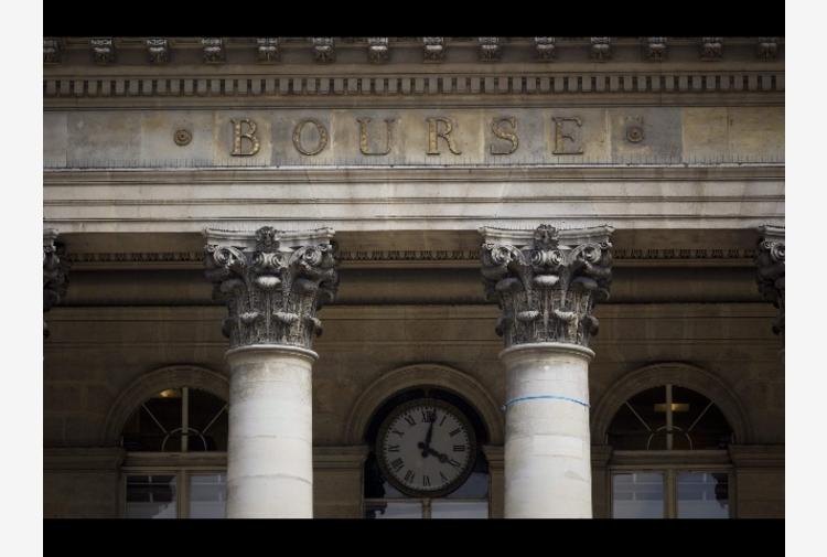 Borsa: Europa chiude in calo, Parigi -0,82%, Londra -0,31%