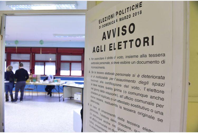 """De Luca: """"Elezioni rinviate a ottobre? Decisione grave ed irresponsabile"""""""