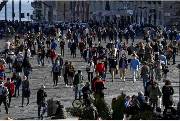 Covid: gente in strada in centro a Napoli ma senza criticità