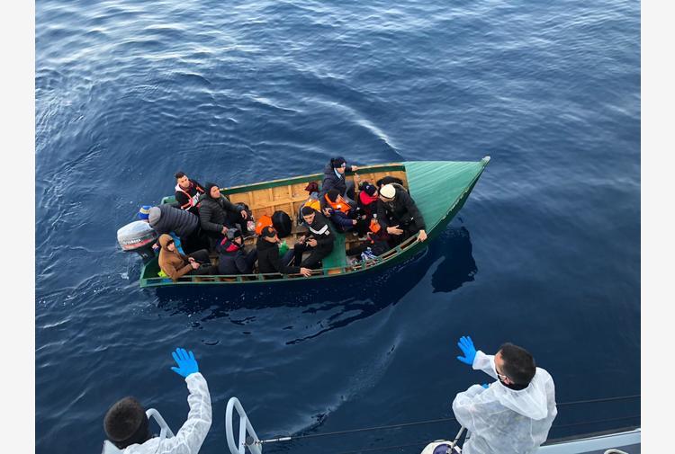 Migranti: Gdf blocca barca con 13 persone nel sud Sardegna
