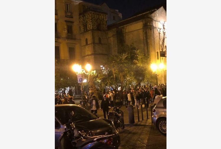 Assembramenti nel Napoletano, fuggi fuggi ad arrivo polizia