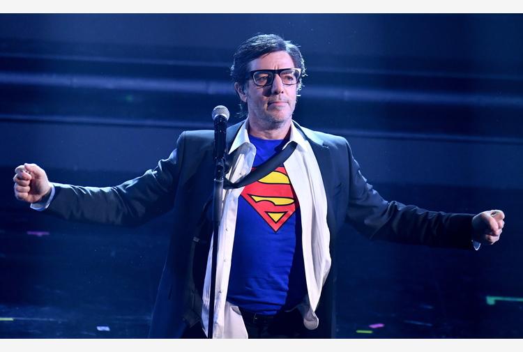 Max Gazzè-Superman cade durante esibizione