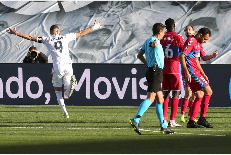 Spagna: Benzema salva il Real, 2-1 all'Elche