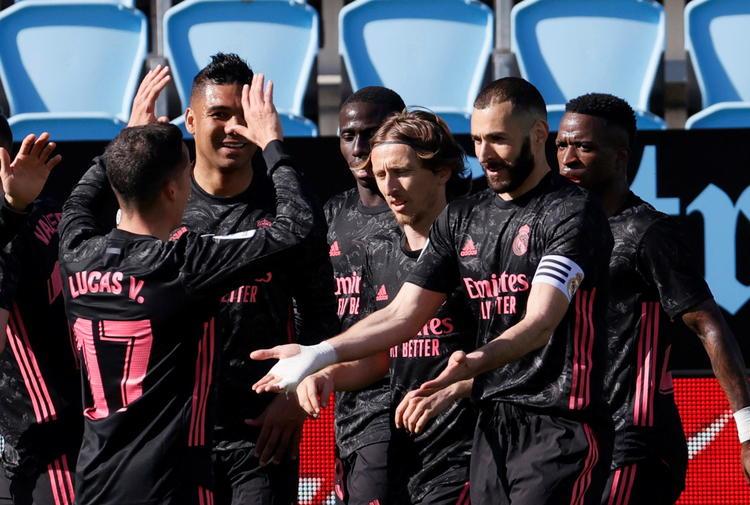 Calcio: doppietta Benzema, il Real Madrid vola